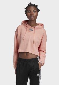 adidas Originals - R.Y.V. CROPPED HOODIE - Jersey con capucha - pink - 0