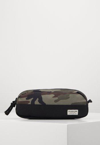 TASMEN - Pencil case - kalamata