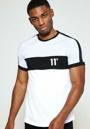 TRIPLE PANEL - Camiseta estampada - power blue/white/black