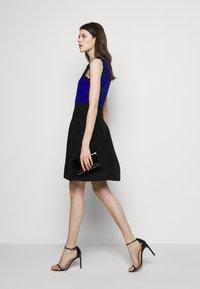 Milly - SCALLOPED COLORBLOCK - Jumper dress - black/azure - 4