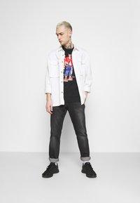 Nike Sportswear - TEE MANGA HYPEMAN - T-shirt med print - black - 1