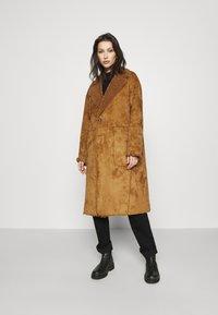 Scotch & Soda - LONG REVERSIBLE JACKET - Winter coat - camel - 3