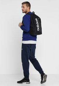 adidas Performance - ESSENTIALS LINEAR SPORT BACKPACK - Batoh - black/black/white - 1