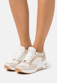 TOM TAILOR - Sneakers alte - beige - 0