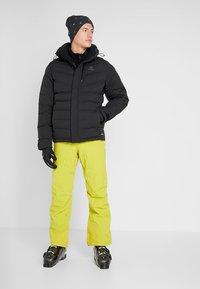 Salomon - ICETOWN JACKET - Snowboardjakke - black - 1