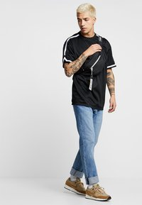 Urban Classics - OVERSIZED TEE - T-shirt - bas - black - 1