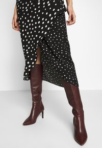 Dorothy Perkins Tall - MIX AND MATCH SPOT MANIPULATED WAIST DRESS - Day dress - black - 2