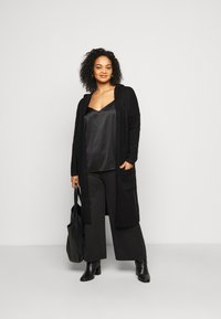 CAPSULE by Simply Be - COSY HOODED UPDATE WITH RIBBED POCKETS - Cardigan - black - 1