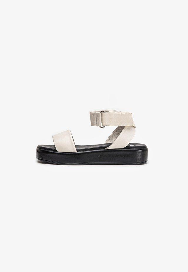Sandalen met plateauzool - crema cma