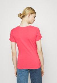Pepe Jeans - BELLROSE - Basic T-shirt - dark chicle - 2