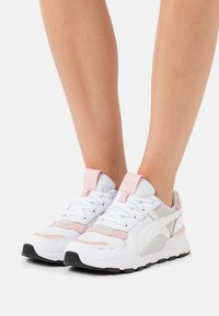 Puma - RS 2.0 FUTURA  - Trainers - white/peachskin - 0