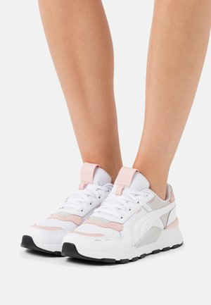 RS 2.0 FUTURA  - Sneakers basse - white/peachskin