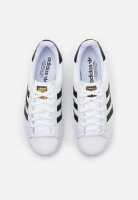 adidas Golf - SUPERSTAR SPORTS - Golfové boty - footwear white/core black/gold metallic - 3