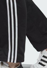 adidas Originals - FIREBIRD TP PB - Pantalon de survêtement - black - 4