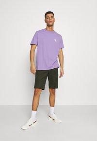 YOURTURN - UNISEX - T-shirt med print - purple - 1