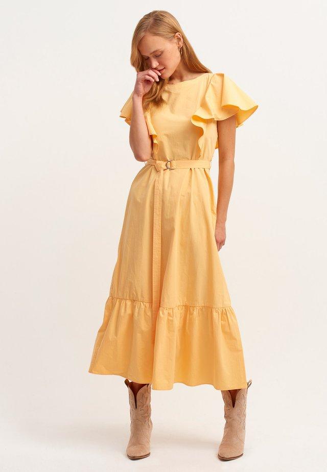 MIT BINDEDETAIL - Korte jurk - abricock