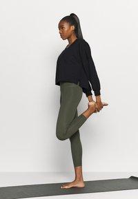 Nike Performance - OFF MAT - Sweatshirt - black/smoke grey - 1