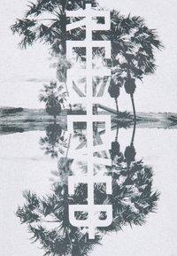 Q/S designed by - KURZARM - Print T-shirt - black - 6