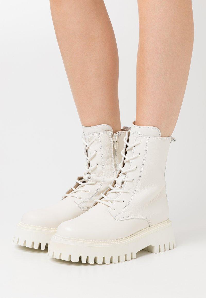 Bronx - GROOV-Y - Platform ankle boots - winter white