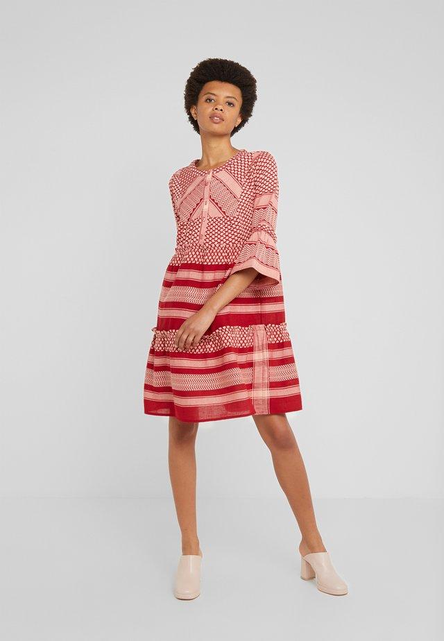 JADE - Košilové šaty - raspberry