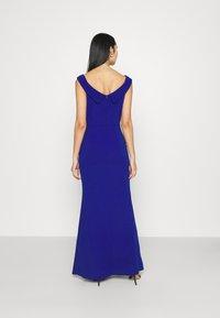 WAL G. - ARIAH OFF THE SHOULDER MAXI DRESS - Vestido de fiesta - electric blue - 2