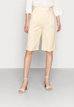 DRYADE - Shorts - straw