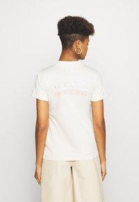 adidas Originals - TEE - T-shirts med print - beige - 2