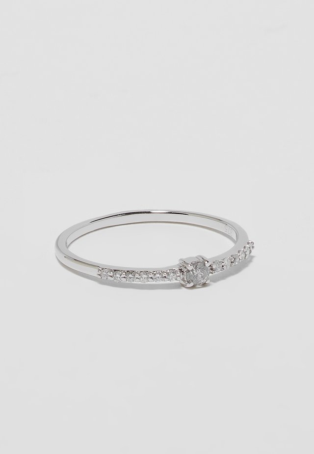WHITE GOLD ENGAGEMENT RING - Ringar - silver-coloured