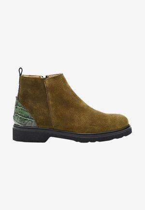 Kotníková obuv - brown suede with khaki croco detail