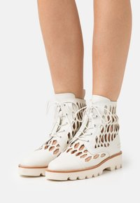 Melvin & Hamilton - SELINA 51 - Lace-up ankle boots - white/natural/offwhite - 0