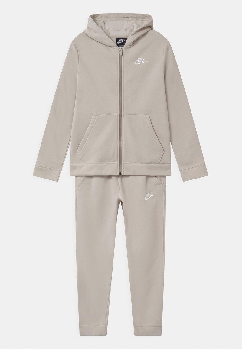 Nike Sportswear - CORE SET - Chándal - desert sand