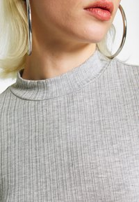 Monki - SAMINA - Longsleeve - grey dusty light grey mel - 5