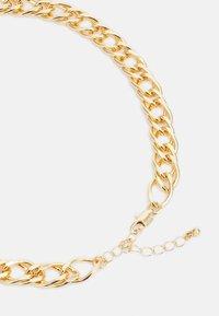 Pieces - PCLAUY BRACELET NECKLACE SET - Armbånd - gold-coloured - 1