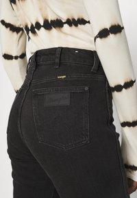 Wrangler - RETRO - Jeans slim fit - black track - 5
