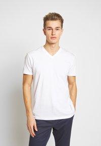 Esprit - 2 PACK - Basic T-shirt - white - 2