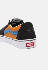Vans - SK8 UNISEX - Sneakers laag - asphalt/desert sun - 6
