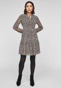 comma - MIT VOLANTS - Day dress - black dot love - 1