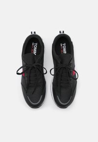 Tommy Jeans - FLEXI RUNNER - Sneakers basse - black - 3