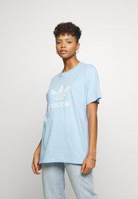 adidas Originals - TREFOIL UNISEX - T-shirts print - clesky - 3