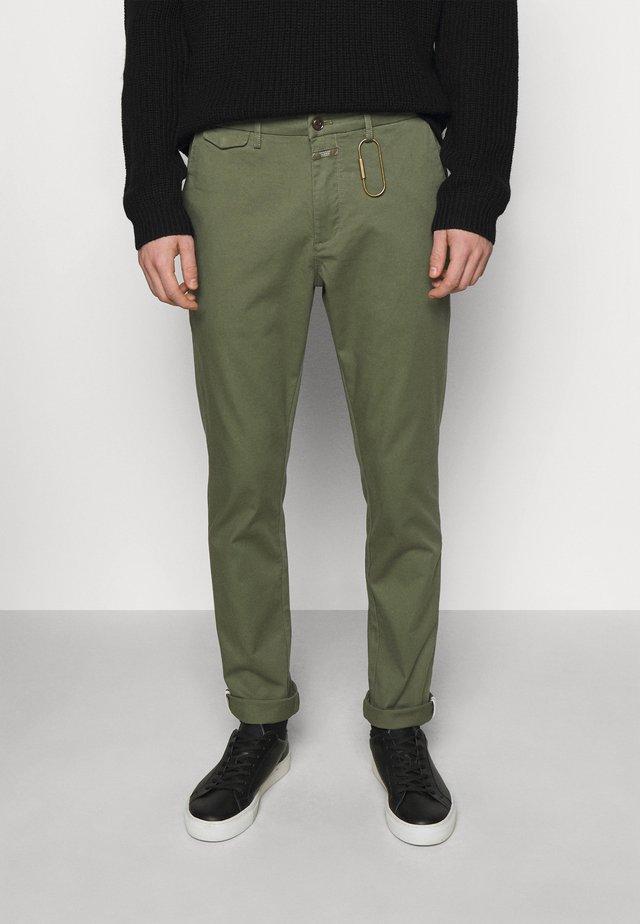 ATELIER - Chino - laurel green