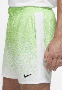 Nike Performance - RAFAEL NADAL SHORT  - Korte sportsbukser - green strike/black - 3