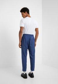 Vivienne Westwood - ELASTIC CROP GEORGE SERGE - Pantaloni eleganti - blue - 2