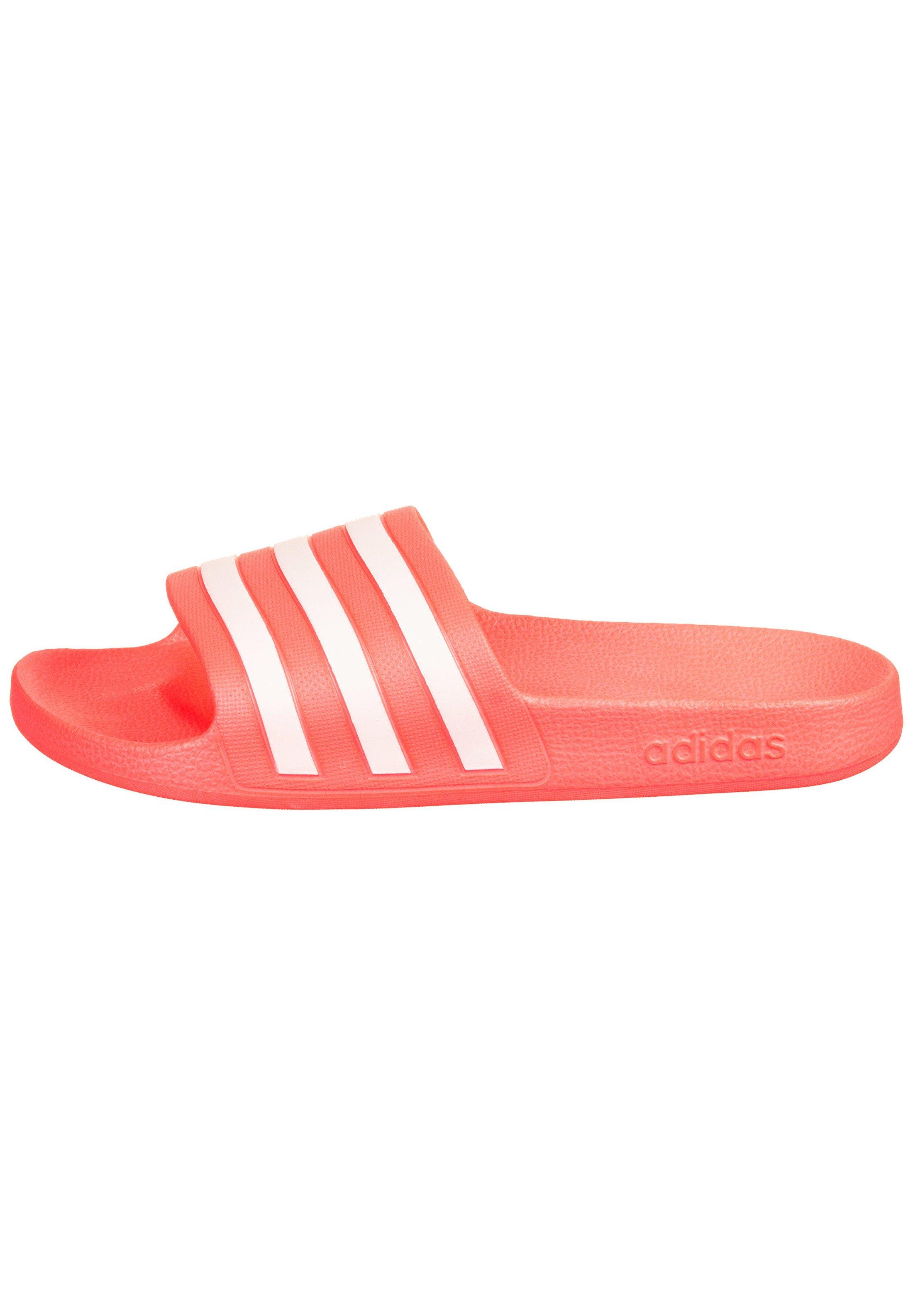 ADILETTE AQUA - Sandales de bain - signal pink/footwear white