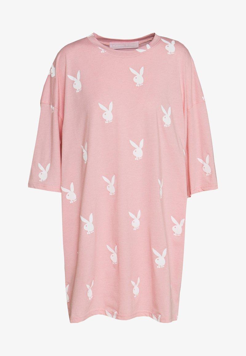 Missguided - PLAYBOYOVERSIZED T-SHIRT DRESS - Vestido ligero - pink/white