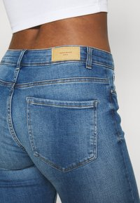 Vero Moda - VMSEVEN  - Denim shorts - medium blue denim - 4