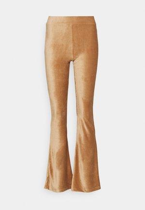 ONLLOTTA FLARED PANT  - Bukse - adobe rose