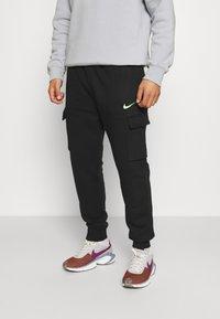 Nike Sportswear - ZIGZAG CARGO PANT - Verryttelyhousut - black - 0