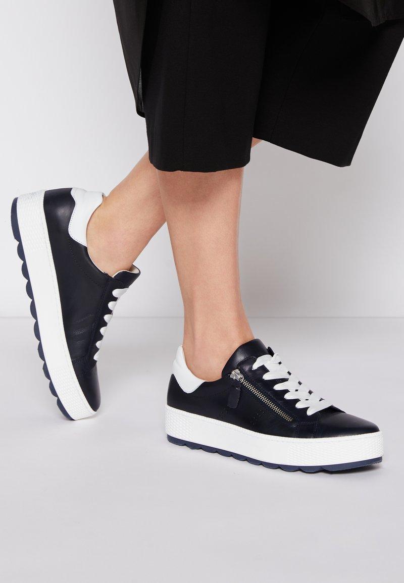 Gabor Comfort - Sneakers laag - midnight/weiß