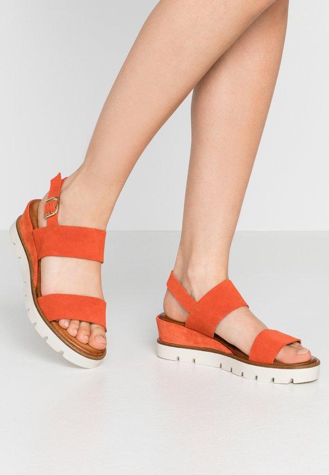 Sandalen met plateauzool - granadine