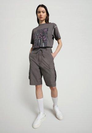 S-KEE - T-shirt med print - grey gargoyle